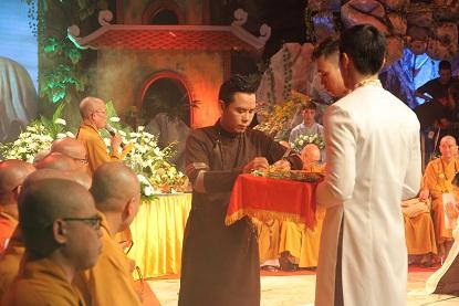 Doanh nhân - Ca sĩ Trương Kha CÚNG DƯỜNG CHƯ TĂNG TỊNH TÀI
