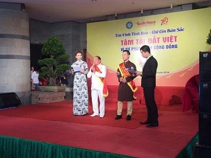 Doanh nhân - Ca sĩ Trường Kha nhận Giải thưởng Tâm Tài Đất Việt